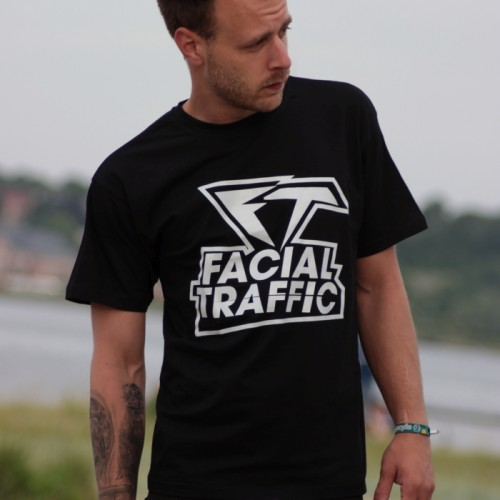 T-Shirt Facial Traffic Schriftzug Schwarz